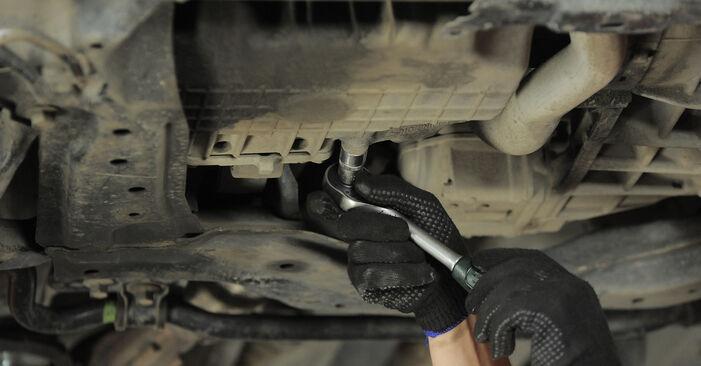 Wechseln Ölfilter am HONDA CR-V II (RD_) 2.4 Vtec 4WD 2004 selber