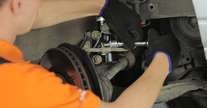 Wechseln Sie Domlager beim Honda CR-V II 2005 2.0 (RD4) selber aus