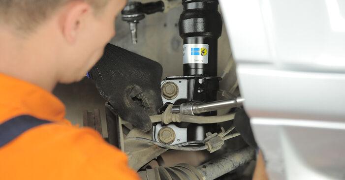 Wechseln Stoßdämpfer am HONDA CR-V II (RD_) 2.4 Vtec 4WD 2004 selber