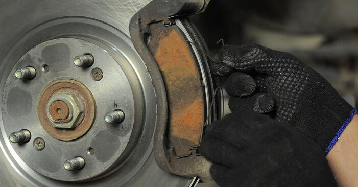 Bytte Bremseklosser på Honda CR-V II 2005 2.0 (RD4) alene