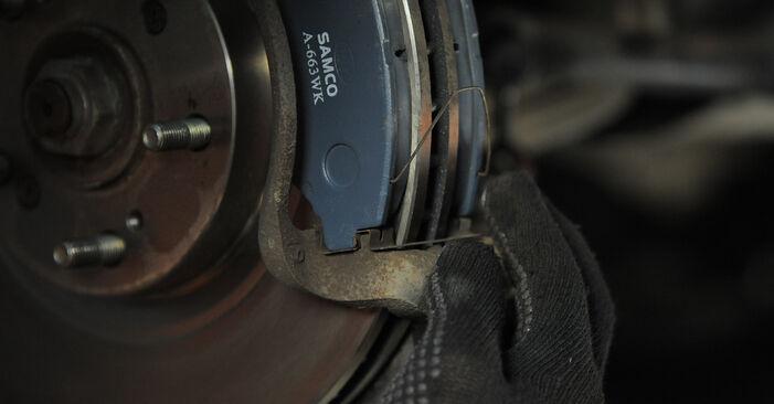 Hvordan skifte Bremseklosser på Honda CR-V II 2001 – gratis PDF- og videoveiledninger