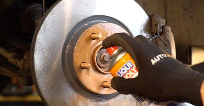 Vanskelighetsgrad: Bytte av Bremseklosser på Honda CR-V II 2.4 Vtec (RD6) 2001 – last ned illustrert veiledning
