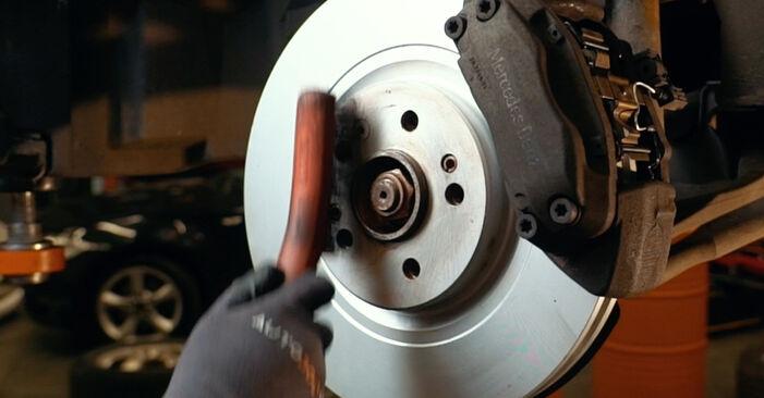 Wie Spurstangenkopf Mercedes W163 ML 270 CDI 2.7 (163.113) 1998 tauschen - Kostenlose PDF- und Videoanleitungen