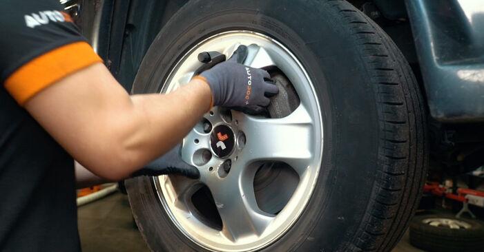 Spurstangenkopf Mercedes W163 ML 400 CDI 4.0 (163.128) 2000 wechseln: Kostenlose Reparaturhandbücher