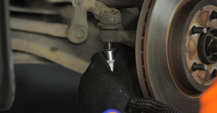 Ar sudėtinga pasidaryti pačiam: Ford Mondeo bwy ST220 3.0 2006 Skersinės vairo trauklės galas keitimas - atsisiųskite iliustruotą instrukciją