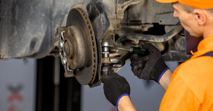 Kaip pakeisti BMW 3 Sedanas (E46) 2002 Skersinės vairo trauklės galas - patarimai ir gudrybės