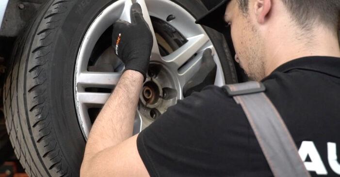 Bremsbeläge am HONDA CR-V II (RD_) 2.0 (RD5) 2006 wechseln – Laden Sie sich PDF-Handbücher und Videoanleitungen herunter