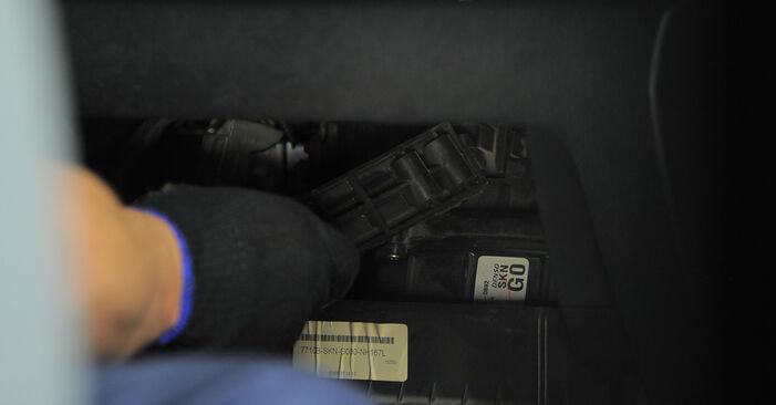 Hvordan skifte HONDA CR-V 2002 Kupefilter trinn–for–trinn veiledning