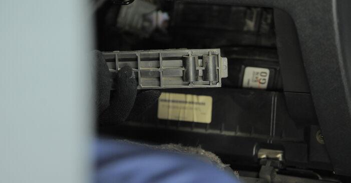 Bytte Honda CR-V II 2.2 CTDi (RD9) 2003 Kupefilter: gratis verkstedsveiledning