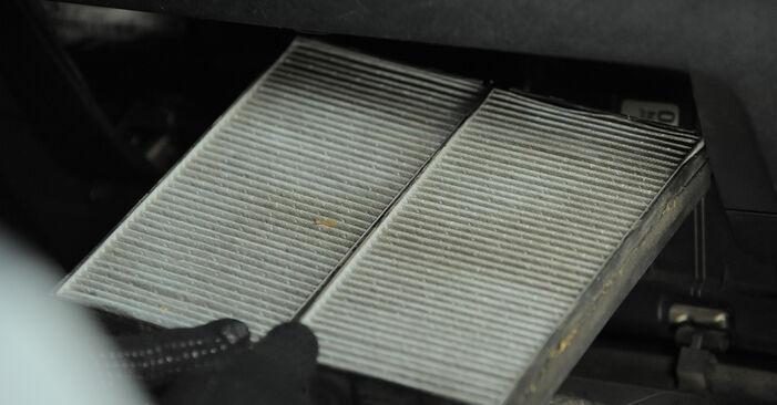 Hvordan bytte Kupefilter på HONDA CR-V II (RD_) 2.4 Vtec 4WD 2004 selv