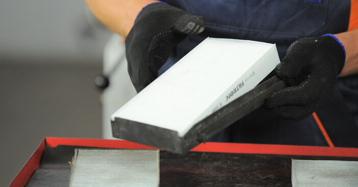 Hvordan skifte Kupefilter på HONDA CR-V II (RD_) 2006: Last ned PDF- og videoveiledninger