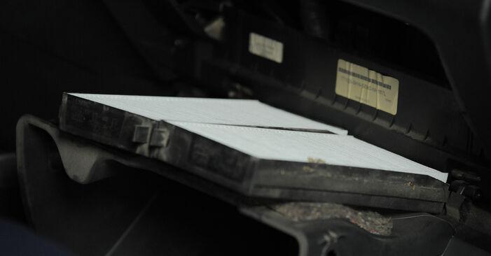 Vanskelighetsgrad: Bytte av Kupefilter på Honda CR-V II 2.4 Vtec (RD6) 2001 – last ned illustrert veiledning