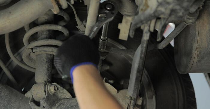 Hvordan bytte Stabilisatorstag på HONDA CR-V II (RD_) 2.4 Vtec 4WD 2004 selv