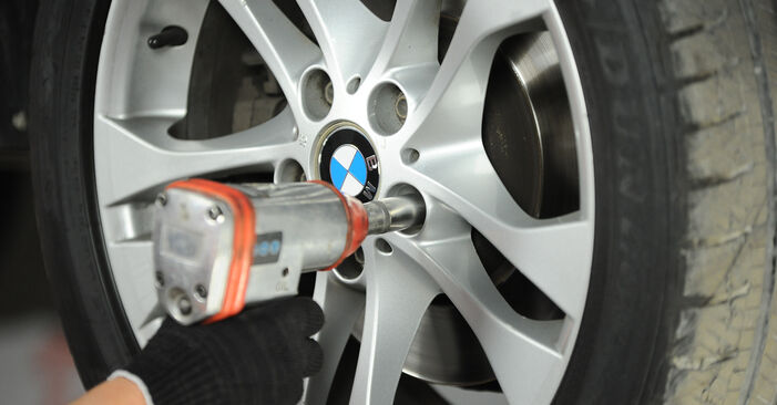 BMW X3 E83 3.0 d 2005 Track Rod End replacement: free workshop manuals