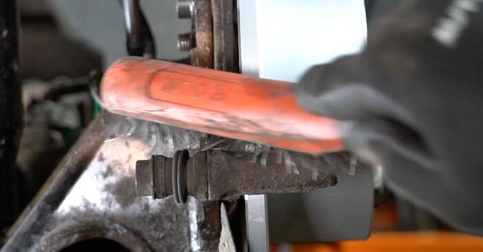 AUDI A6 2.4 Bremsbeläge ausbauen: Anweisungen und Video-Tutorials online