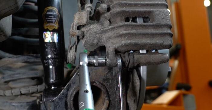 Zweckdienliche Tipps zum Austausch von Bremsbeläge beim AUDI A6 Avant (4B5, C5) 2.4 2002