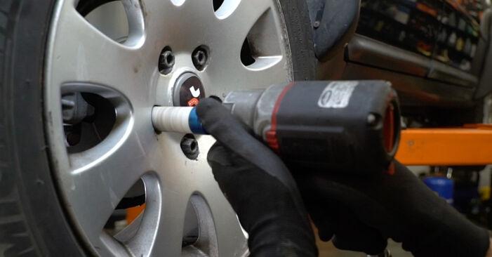 Wechseln Bremsbeläge am AUDI A6 Avant (4B5, C5) 2.5 TDI 2000 selber