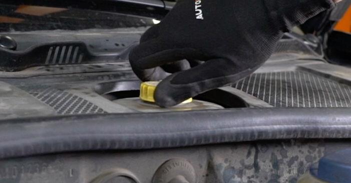 Wie schwer ist es, selbst zu reparieren: Bremsbeläge Audi A6 C5 Avant 1.8 T quattro 2003 Tausch - Downloaden Sie sich illustrierte Anleitungen