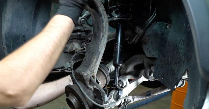 Zweckdienliche Tipps zum Austausch von Radlager beim AUDI A6 Avant (4B5, C5) 2.4 2002
