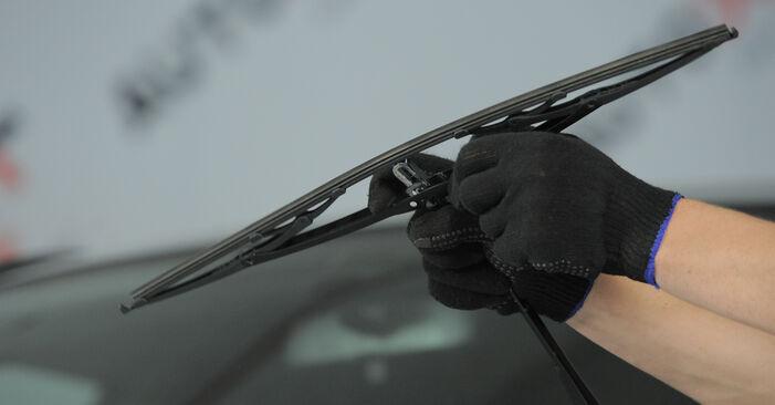 Honda CR-V II 2.2 CTDi (RD9) 2003 Stikla tīrītāja slotiņa nomaiņa: bezmaksas remonta rokasgrāmatas