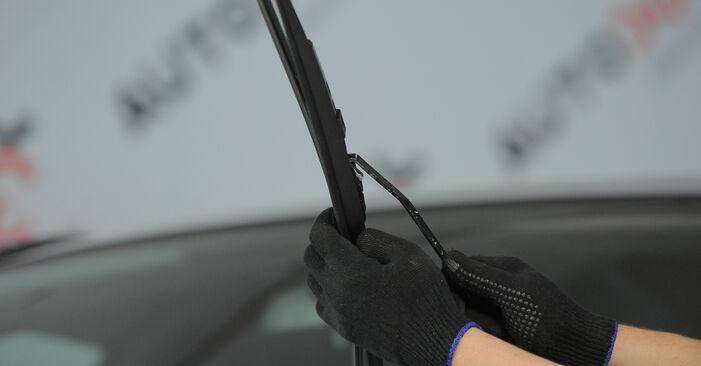 Kā noņemt HONDA CR-V 2.4 2005 Stikla tīrītāja slotiņa - viegli izpildāmas tiešsaistes instrukcijas