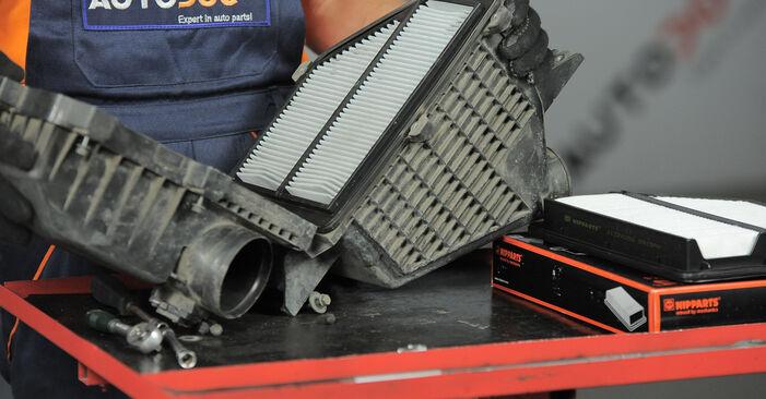 Austauschen Anleitung Luftfilter am Honda CR-V II 2005 2.0 (RD4) selbst
