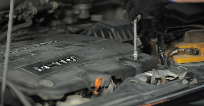 Wie schwer ist es, selbst zu reparieren: Luftfilter Honda CR-V II 2.4 Vtec (RD6) 2001 Tausch - Downloaden Sie sich illustrierte Anleitungen
