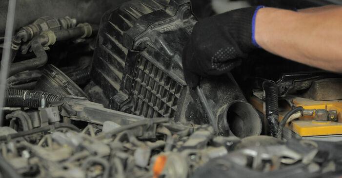 Luftfilter Ihres Honda CR-V II 2.0 (RD4) 2003 selbst Wechsel - Gratis Tutorial