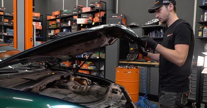 Kaip pakeisti V formos rumbuotas diržas la Audi A6 C5 Avant 1997 - nemokamos PDF ir vaizdo pamokos