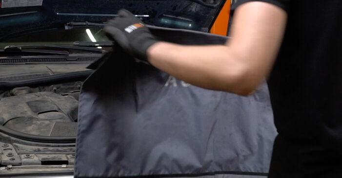 Kaip pakeisti AUDI A6 Avant (4B5, C5) 2.5 TDI quattro 1998 V formos rumbuotas diržas - išsamios instrukcijos ir vaizdo pamokos