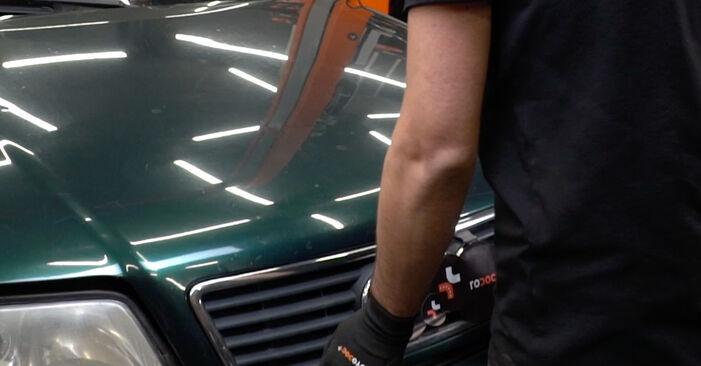 Audi A6 C5 Avant 1.9 TDI 1999 V formos rumbuotas diržas keitimas: nemokamos remonto instrukcijos