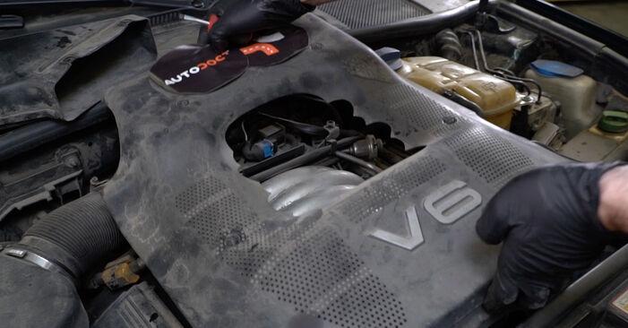 Kaip pakeisti V formos rumbuotas diržas AUDI A6 Avant (4B5, C5) 2002: atsisiųskite PDF instrukciją ir vaizdo pamokas