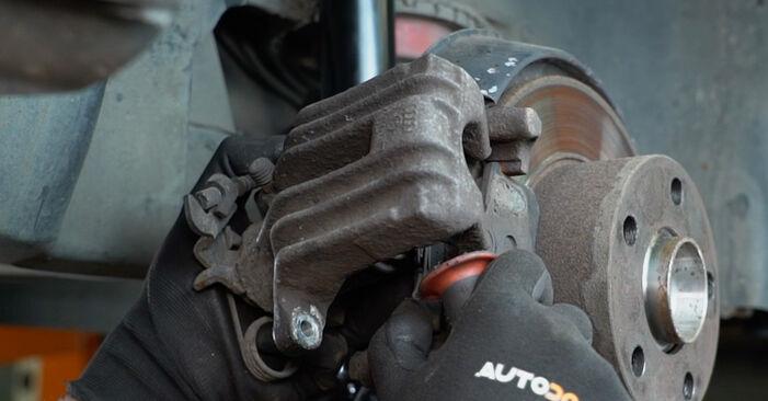 Wie schwer ist es, selbst zu reparieren: Radlager Audi A6 C5 Avant 1.8 T quattro 2003 Tausch - Downloaden Sie sich illustrierte Anleitungen