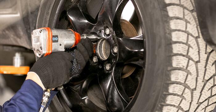 Cum să mentenanța Cap de bara BMW X5 (E53) 3.0 d 2001 – manualele pas cu pas și ghidurile video