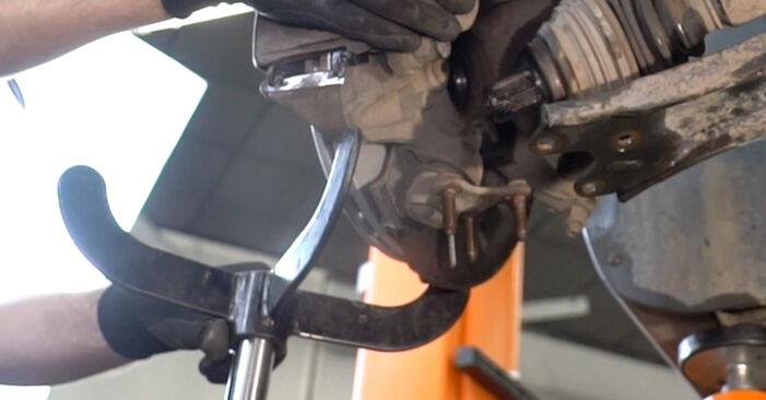 Hvordan skifte Drivknute på VW Caddy III Van (2KA, 2KH, 2CA, 2CH) 2004 – tips og triks
