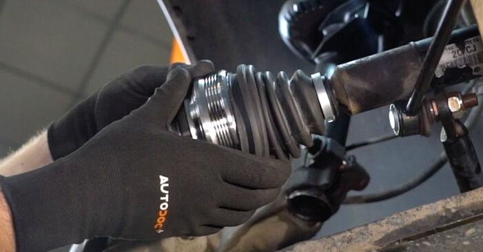 Hvordan bytte VW Caddy III Van (2KA, 2KH, 2CA, 2CH) 2.0 SDI 2006 Drivknute selv – veiledning på nettet