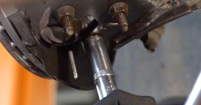 Hvordan skifte VW CADDY 2011 Drivknute trinn–for–trinn veiledning