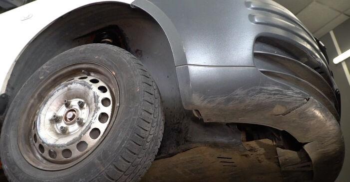 Slik bytter du VW Caddy III Van (2KA, 2KH, 2CA, 2CH) 1.9 TDI 2005 Drivknute selv – trinn-for-trinn veiledninger og videoer
