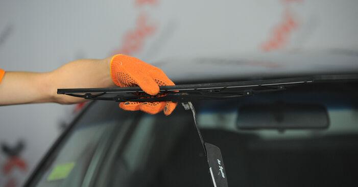 Audi 80 b4 2.0 E 1993 Valytuvo gumelė keitimas: nemokamos remonto instrukcijos