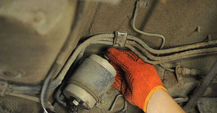Kraftstofffilter am AUDI 80 Limousine (8C2, B4) 2.0 E quattro 1992 wechseln – Laden Sie sich PDF-Handbücher und Videoanleitungen herunter