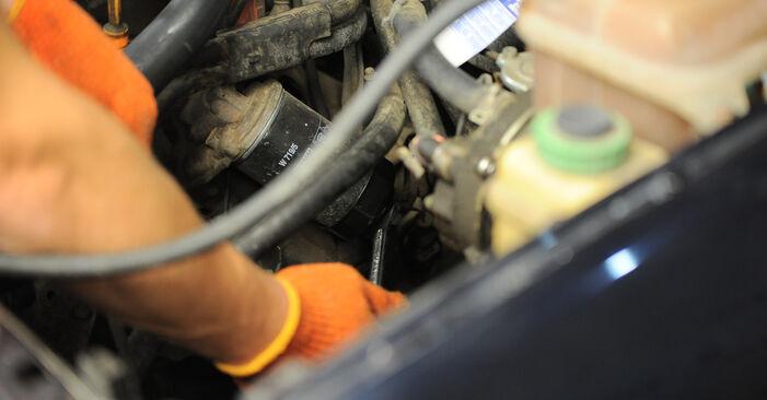AUDI 80 2.6 Ölfilter ausbauen: Anweisungen und Video-Tutorials online
