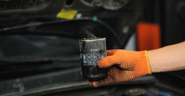 Austauschen Anleitung Ölfilter am Audi 80 B4 1993 2.0 selbst