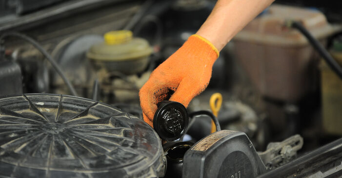 Schritt-für-Schritt-Anleitung zum selbstständigen Wechsel von Audi 80 B4 1992 2.3 E quattro Ölfilter