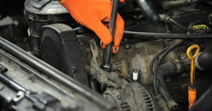 Смяна на Audi 80 b4 2.0 E 1993 Запалителна свещ: безплатни наръчници за ремонт