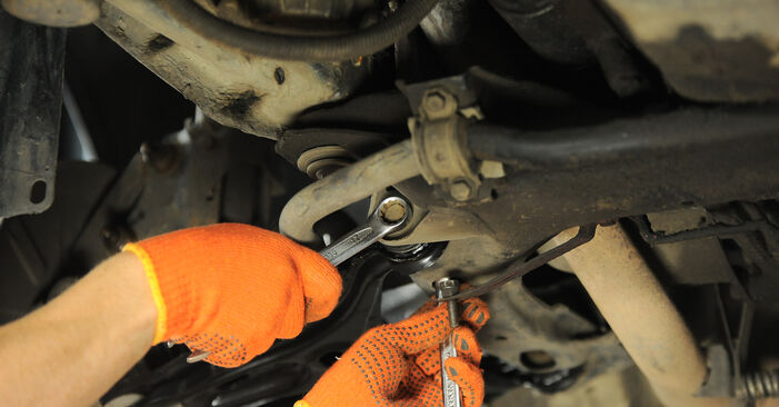 Wie schwer ist es, selbst zu reparieren: Querlenker Audi 80 B4 1.9 TD 1993 Tausch - Downloaden Sie sich illustrierte Anleitungen