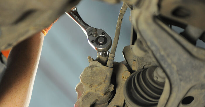 Wie schwer ist es, selbst zu reparieren: Bremsbeläge Audi 80 B4 1.9 TD 1993 Tausch - Downloaden Sie sich illustrierte Anleitungen