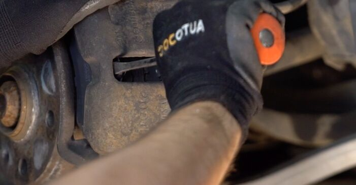 Bremsbeläge beim AUDI 80 2.8 quattro 1994 selber erneuern - DIY-Manual