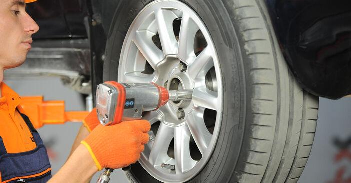 Tausch Tutorial Bremsscheiben am AUDI 80 Limousine (8C2, B4) 1991 wechselt - Tipps und Tricks