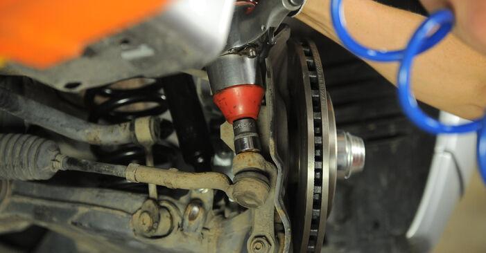 Колко време отнема смяната: Накрайник на напречна кормилна щанга на Mercedes W210 2003 - информативен PDF наръчник