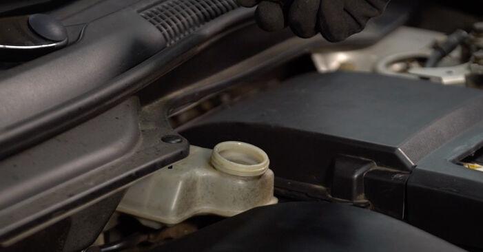 Kaip pakeisti Stabdžių apkaba la Toyota Prius 2 2003 - nemokamos PDF ir vaizdo pamokos